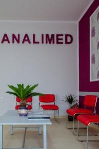 Analimed - receptie, sala de asteptare